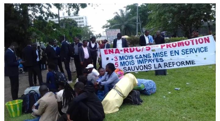 Grogne à la fonction publique : la 5ème promotion de l'ENA en sit-in pour réclamer leurs arriérés de salaires