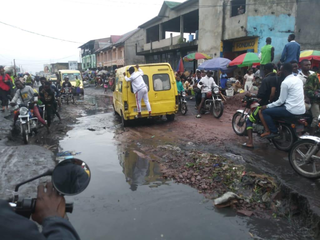 Kinshasa : l'avenue de la Libération vers marché Selembao devient impraticable (constat)