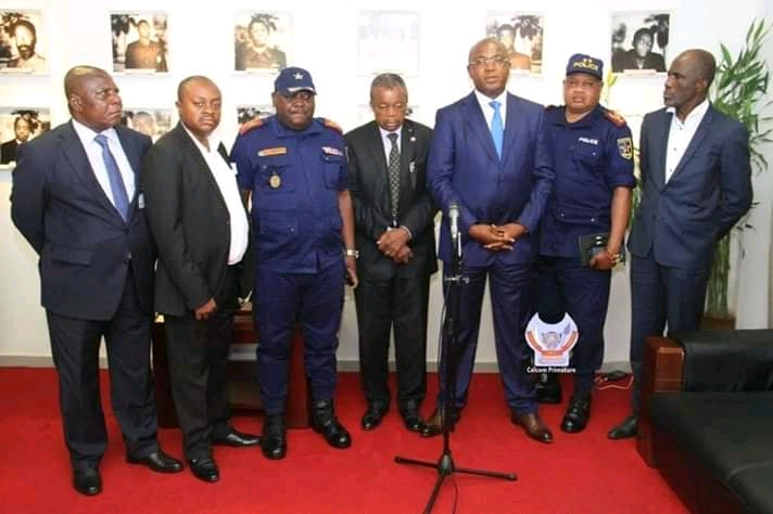 Lutte contre la propagation du covid-19 à Kinshasa : l'hôtel de ville réduit le nombre des passagers dans le transport en commun
