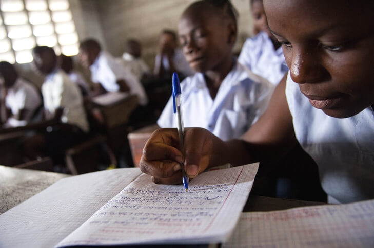 EPST : en synergie avec l'UNICEF, le ministère de l'EPST lance des cours à distance sur la RTNC et Radio Okapi