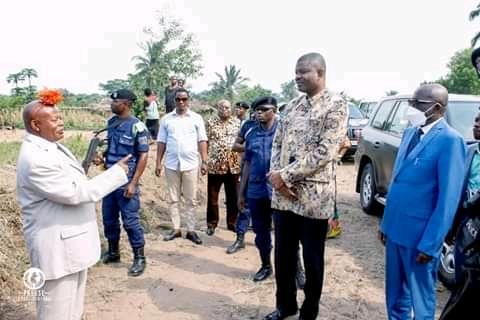 Kasaï Central : Martin Kabuya salue l'évolution des travaux de la construction d'un mini-réseau de distribution d'eaux et d'un centre commercial à Luandanda