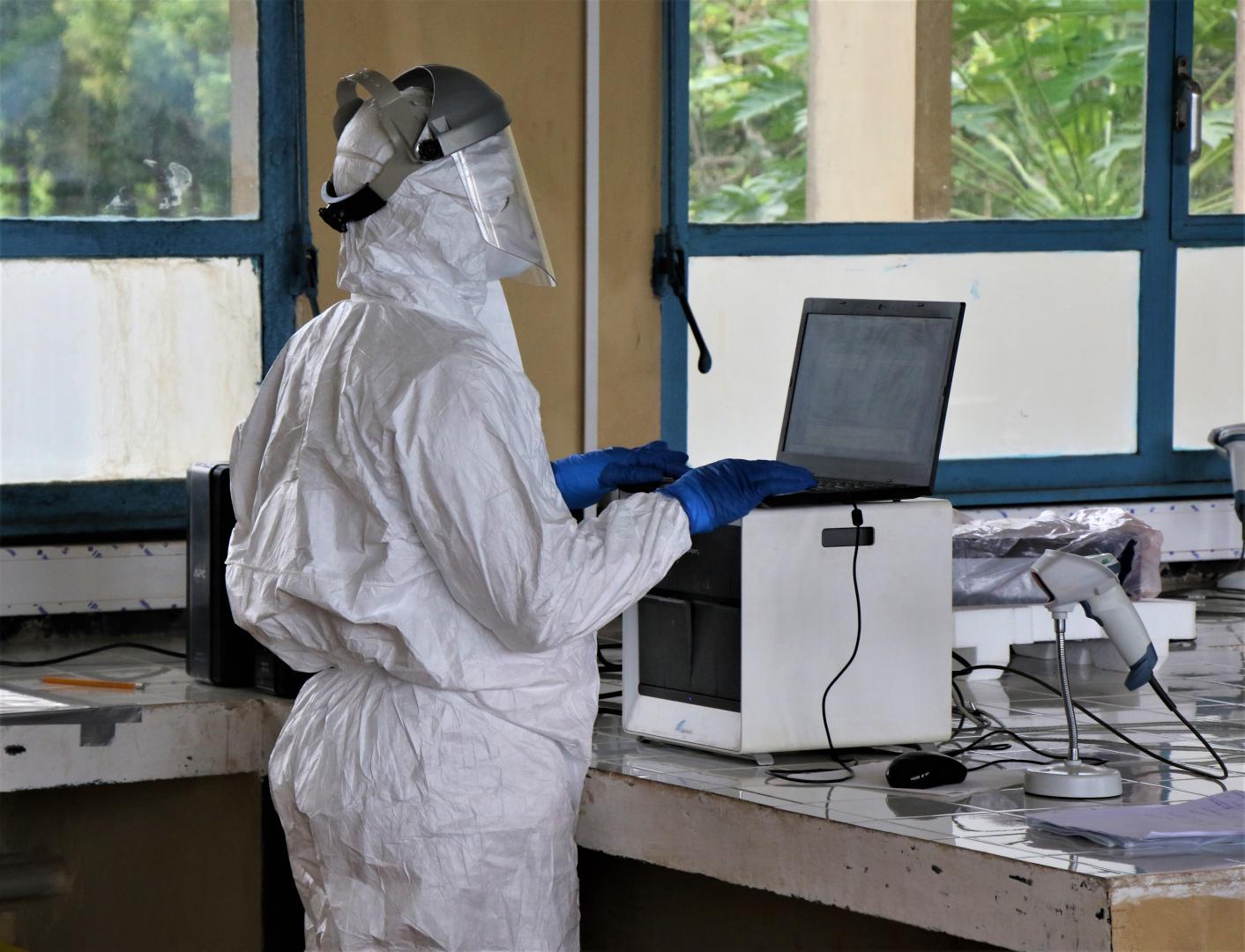 Comment les tests effectués au niveau local ont accéléré la réponse à la nouvelle épidémie d'Ebola