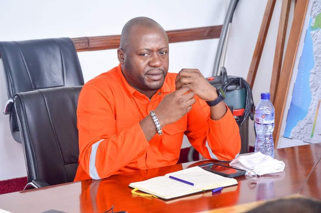 """Ados Ndombasi adresse aussi une question Orale avec débat à Eustache Muhanzi sur la gestion """"chaotique"""" de la SNEL et de la REGIDESO"""