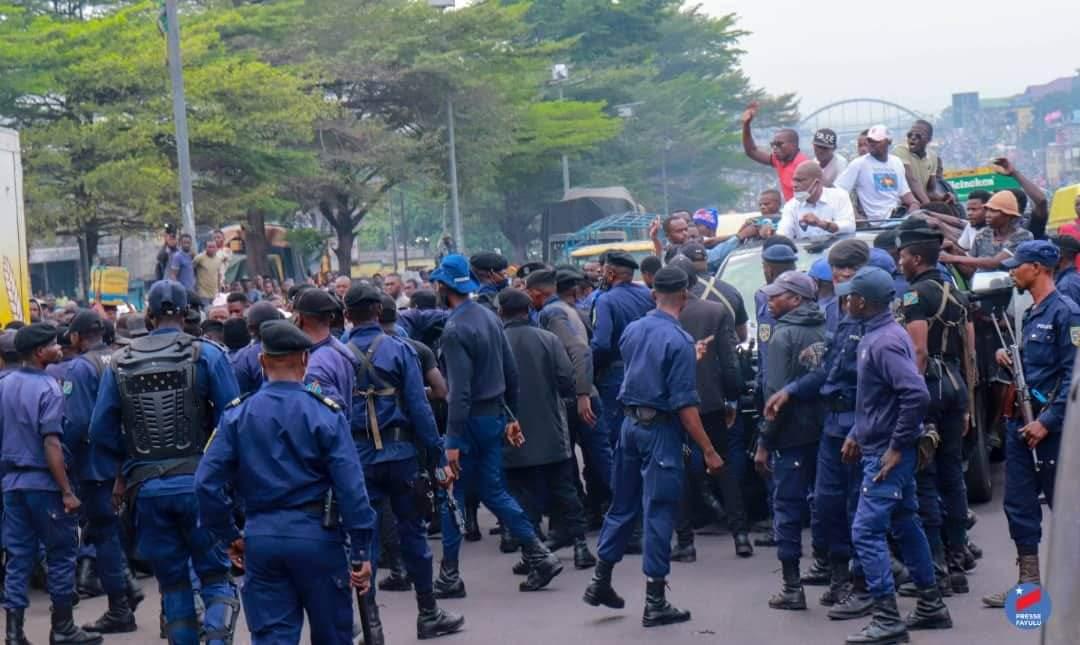 """""""Nous vous empêcherons coûte que coûte d'accomplir cette sale besogne de balkanisation"""" (Ados Ndombasi)"""