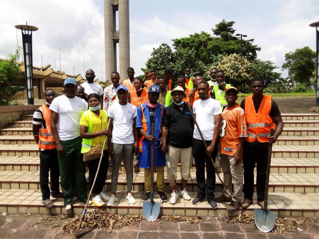 Kinshasa : une association des vendeurs d'eau en sachet rejoint l'opération Kin Bopeto