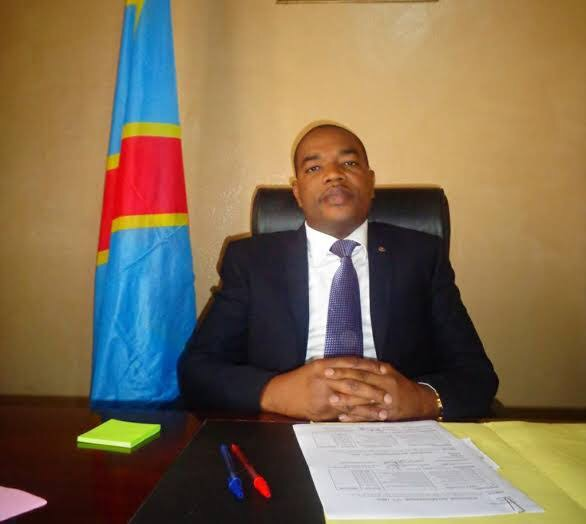 Sud Kivu : le gouverneur Ngwabije Théo sur une chaise injectable