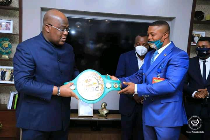 Boxe : Junior Ilunga Makabu présente sa ceinture à Félix Tshisekedi