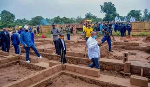 Kasaï oriental : le gouverneur Maweja pose la première pierre pour la construction d'une cité moderne à Kabeya Kamwanga