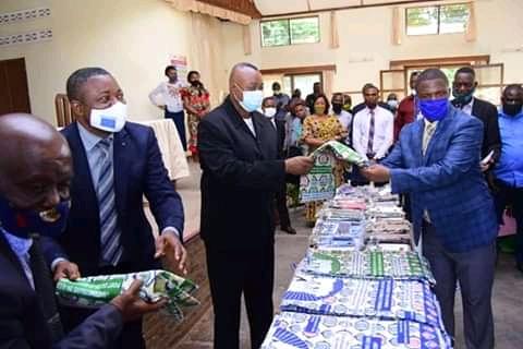Kasaï oriental : le gouverneur Maweja remet un don du chef de l'État aux personnes vivant avec handicap