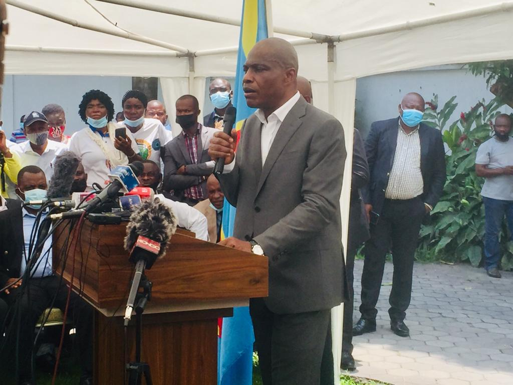 """Politique : """"l'Union sacrée est la deuxième grossesse du deal Kabila-Tshisekedi dont l'accouchement sera très difficile""""(Martin Fayulu)"""