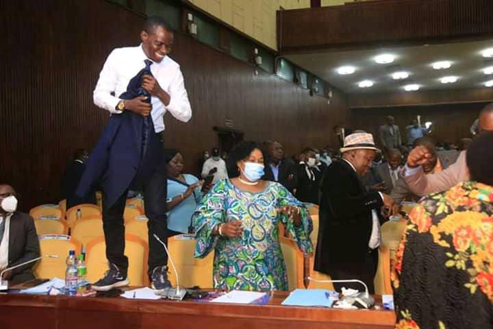 Formation du gouvernement : les députés nationaux signataires des pétitions à l'assemblée nationale se disent délaissés (Eliezer Ntambwe)
