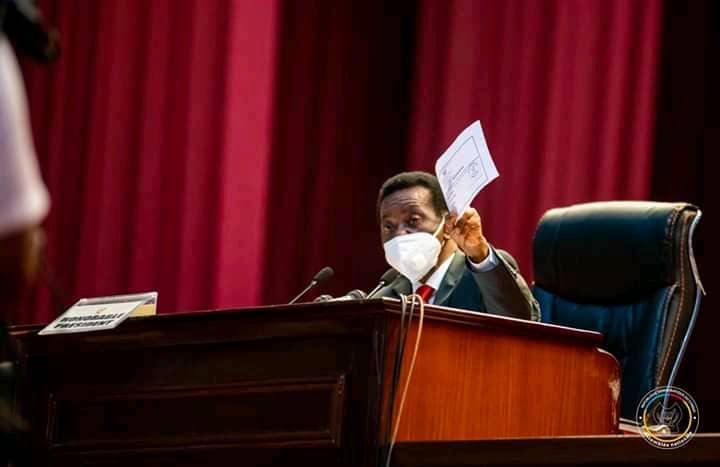 """Assemblée nationale : """" vous risquez de créer une crise qui peut aboutir soit à la dissolution de l'Assemblée nationale"""" (un collectif de députés à Mboso N'kodia)"""