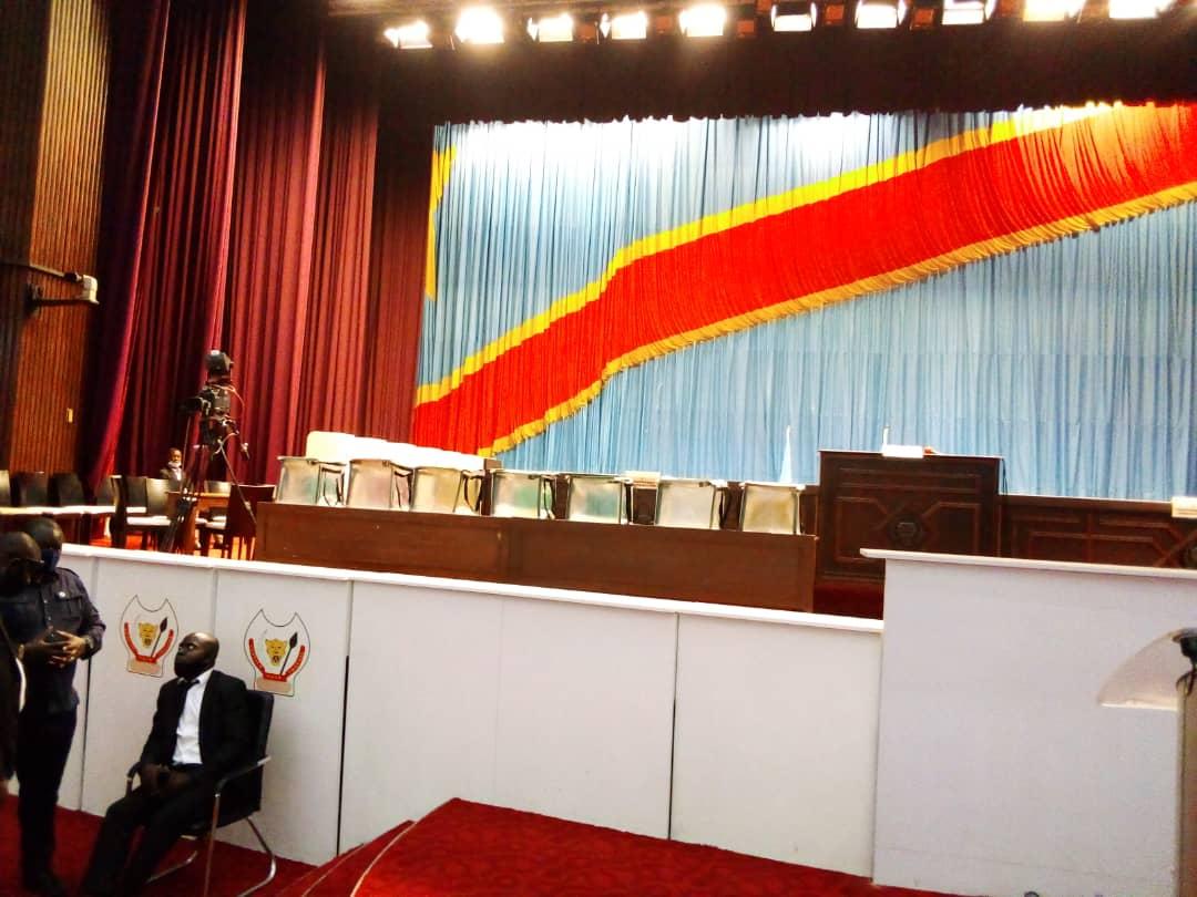 Élections du bureau définitif à l'assemblée nationale : des urnes et isoloirs déjà placés en attendant le début de la plénière (Situation à 12h45′)