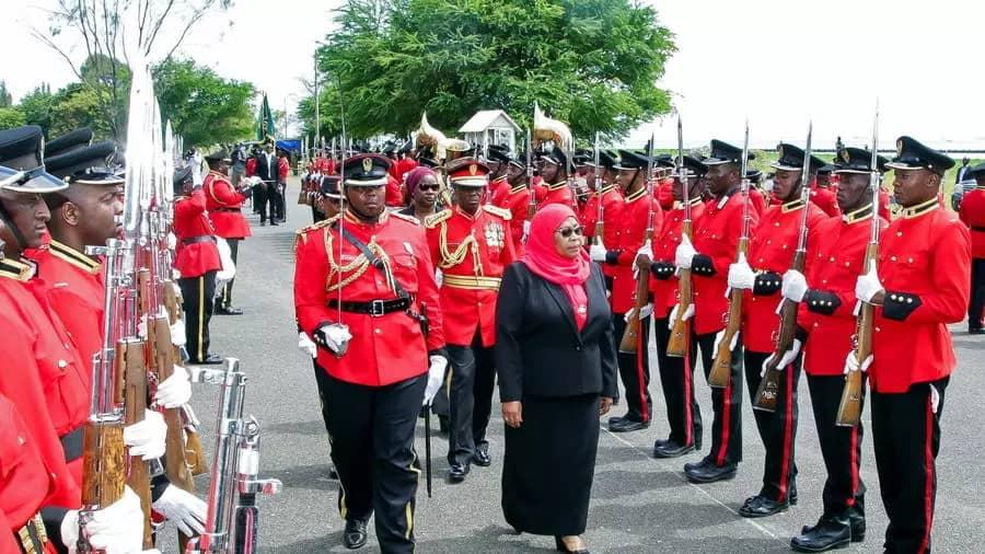 Samia Suluhu devient officiellement la première femme à diriger la Tanzanie