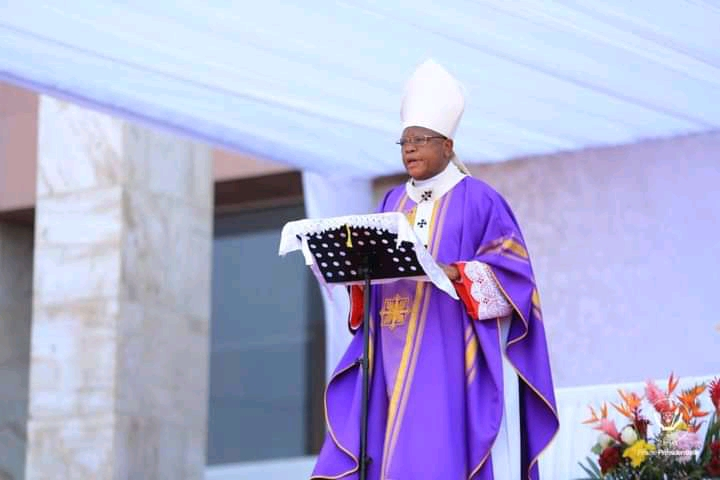 Obsèques de Monsengwo : le très rigoureux discours de Fridolin Ambongo devant Félix Tshisekedi