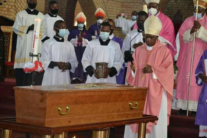 RDC : En stricte intimité, le cardinal Monsengwo inhumé dans la cathédrale Notre-Dame du Congo