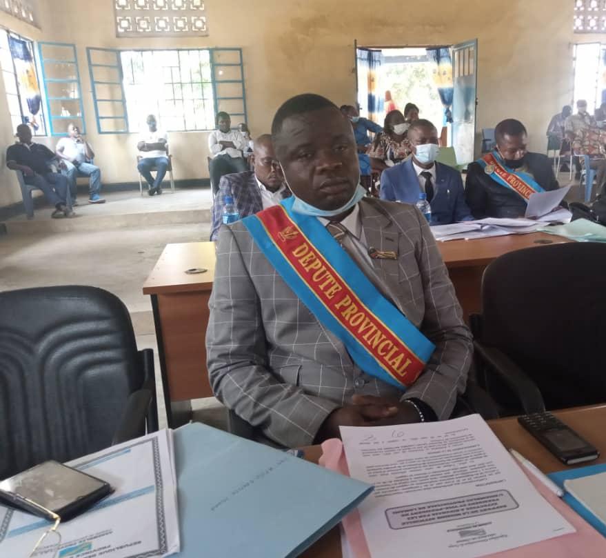 Lomami : « le gouverneur déchu a fait les sciences politiques mais il ne maîtrisait pas la politique » député Joseph Mbaya