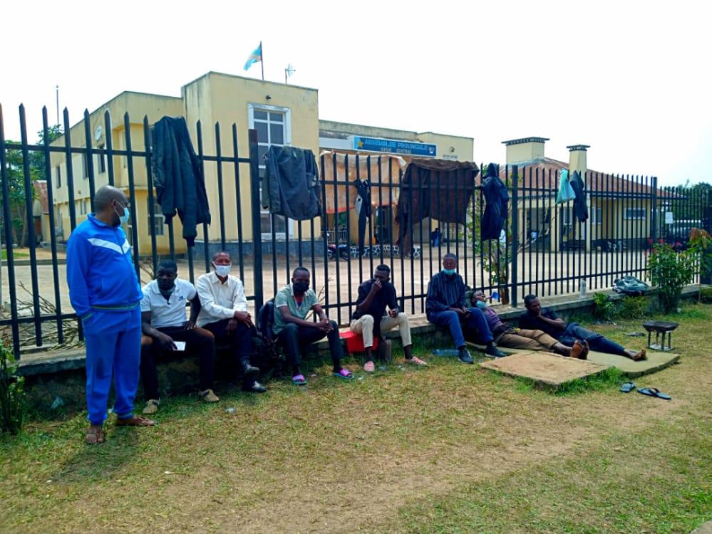Kasaï Central : « La vision du Chef de l'État sabotée » décrient les agents et cadres de la DGRKOC en sit-in au siège de l'Assemblée Provinciale