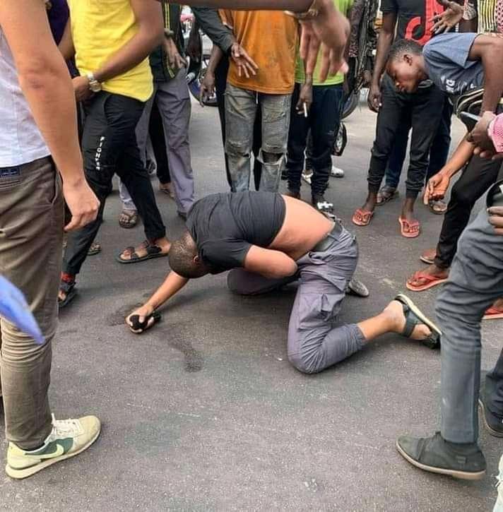 Médias : L'association des médias d'information en ligne s'indigne de l'interpellation brutale du journaliste Patient Ligodi